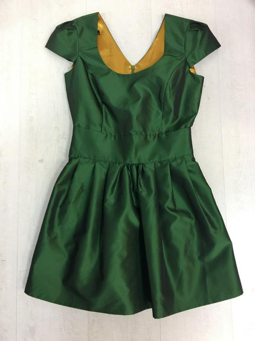 Retail dresses 396716